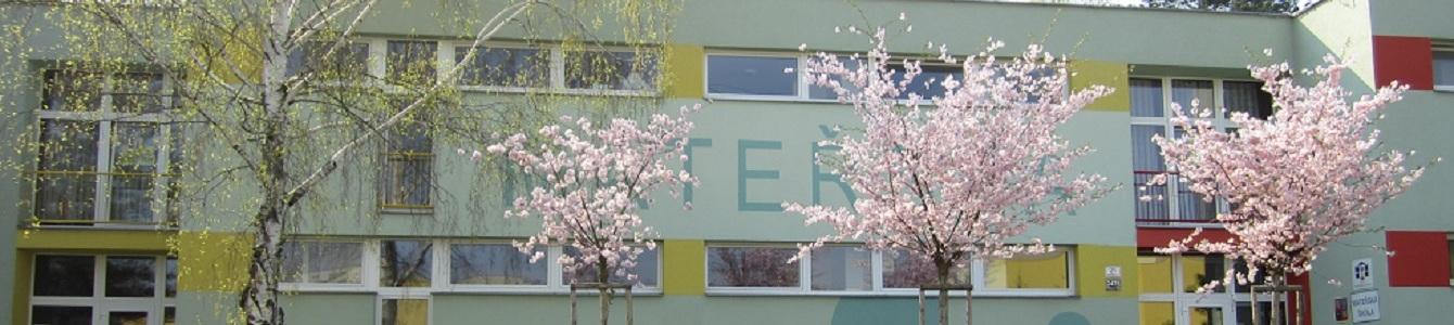 škola ze předu